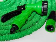 Wunderschlauch 7,5m grün inkl. 2 x EU-Adapter + Brause